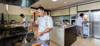 Pandawa Cliff Estate - The Pala - Chef in the kitchen