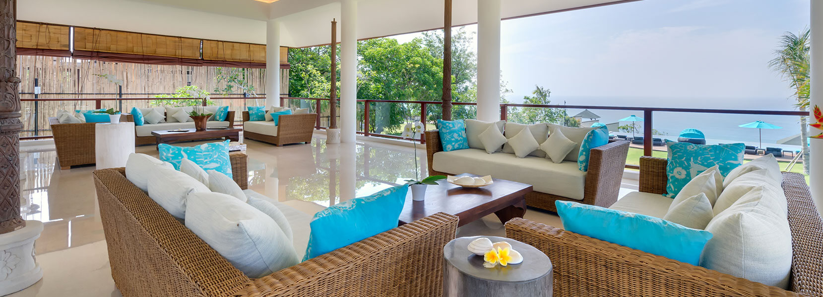 Pandawa Cliff Estate - Villa Rose - Upstairs open air living area
